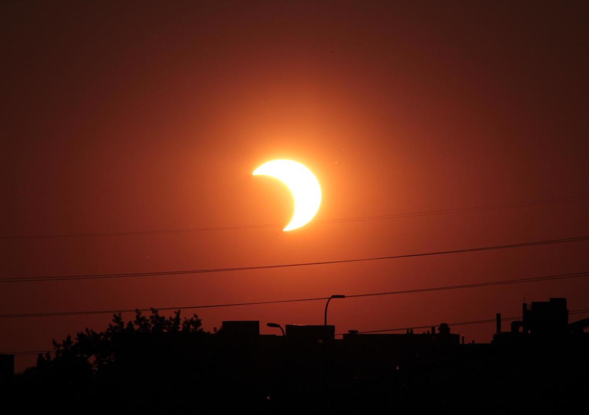 Первая фотография солнечного затмения автор